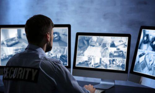 AP-Security-operateur-video-au-travail-pc-securite-495x375